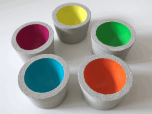 Eierbecher aus Beton mit Acrylfarbe bemalt