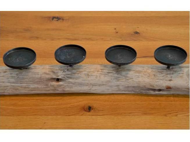 Langer Kerzenhalter, hergestellt aus einem Holzast