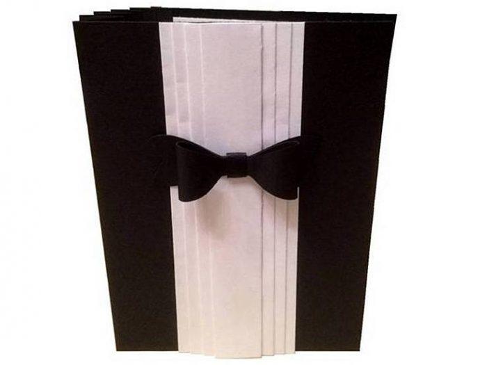 Geburtstagskarte schwarz-weiß mit Fliege und Akkordeoneffekt