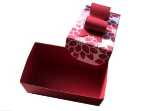 3-teilige Geschenkbox, bestehend aus Unterteil, Deckel und Schleife