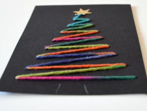 Weihnachtskarte mit Weihnachtsbaum aus Multicolor Wolle - Vorderseite