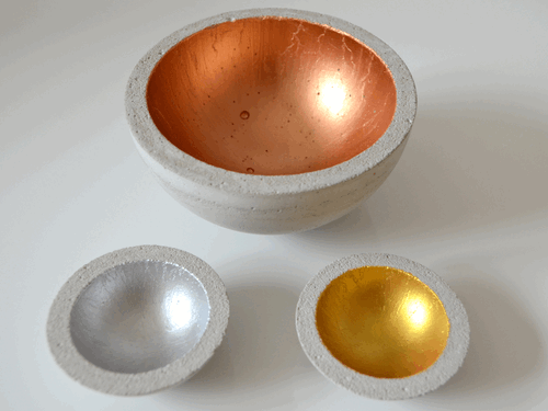 Betonschalen mit Acrylfarben Gold, Silber und Kupfer bemalt
