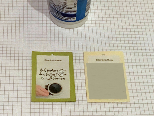 Bemake die Buchfolie mit dem Gemisch aus Acrylfarbe und Spülmittel.