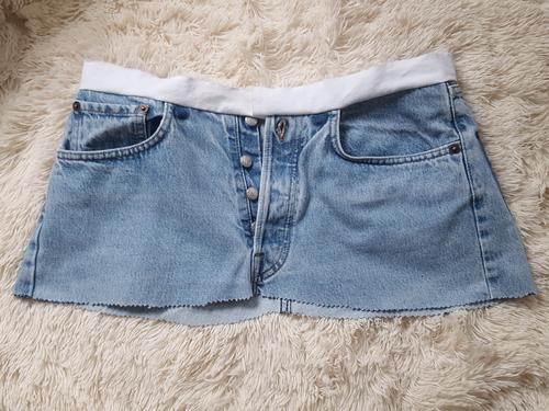 So soll der Jeansrock mit dem neuen Bund aussehen.