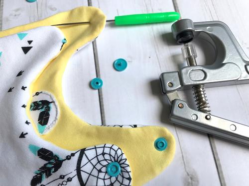 Mit diesem Werkzeug bringst Du die Kam Snaps kinderleicht am Schlafsack an.