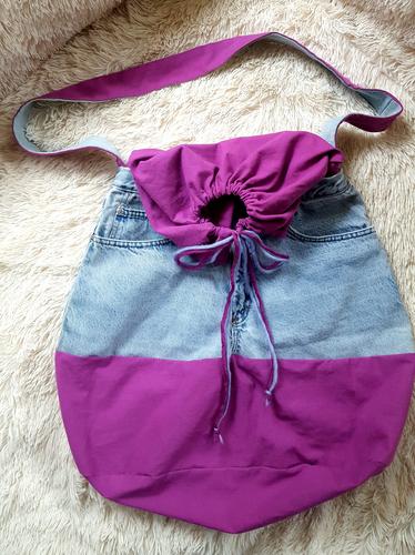 So sieht die fertige Jeanstasche aus.