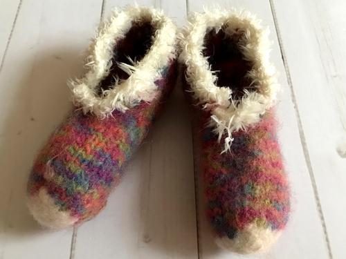 Lass die Schuhe nach dem Verfilzen in der Waschmaschien an der Luft trocknen.