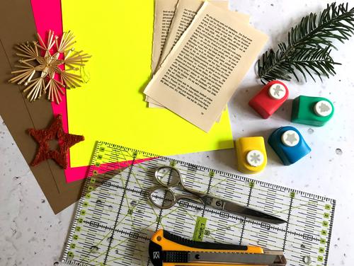 Du benötigst diese Materialien für die schnellste Weihnachtskarte