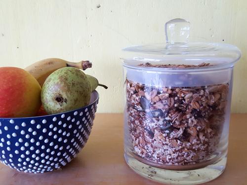 Pimpe dein Knuspermüsli z. B. mit frischen Obst