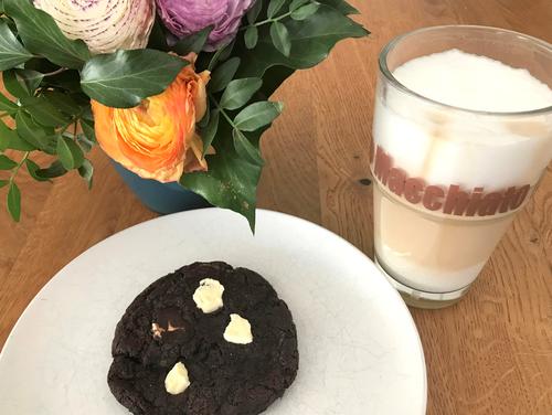 Machs Dir gemütlich mit einem Kaffee und ein bis fünf Cookies..