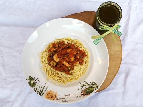 Gib das Bärlauchpesto auf die Pasta und lass es Dir schmecker!