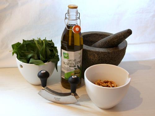 Das sind die Zutaten für dein Bärlauch-Walnuss Pesto