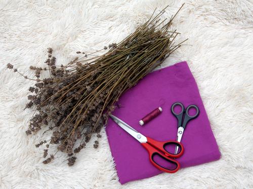 Das sin die Materiealien für dein selbstegmachtes Lavendelkissen