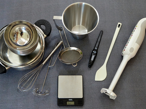 Dieses Equipment benötigst Du, um unsere Jahreszeitenseife selber zu machen