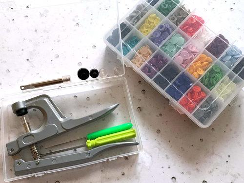 Kam Snaps Starterset inklusive passendem Werkzeug.