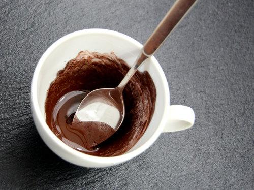 Braune Pigmente für die Winterseife dispergieren.