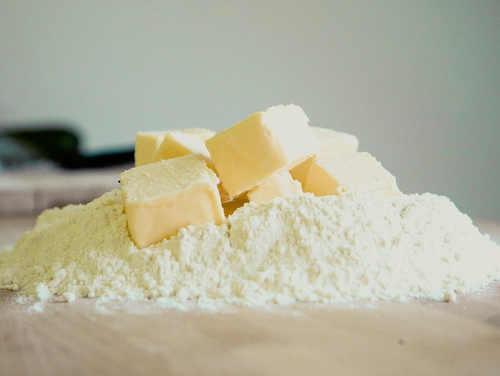 Genügend Meh und Butter - zwei Hauptzutaten für Stollen zu Weihnachten