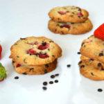 Probiere die leckeren Ersbeer-Schoko-Cookies!
