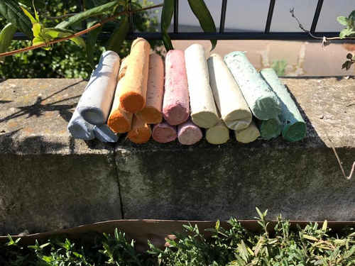 Die DIY Straßenkreide lässt Du trocknen