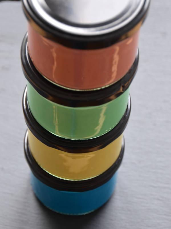 So farbenfroh kann selbst gemachte Fingermalfarbe sein.