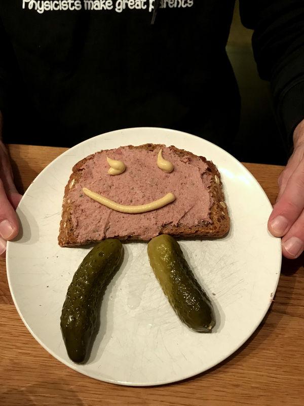 Am besten schmeckt die selbstgemachte Lebwerwurst auf leckerem, frischen Brot.